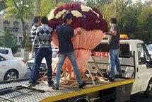 Жительница Узбекистана получила букет из миллиона роз